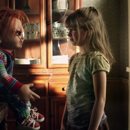 Chucky threatens Alice in Curse of Chucky.